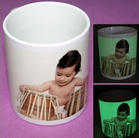 СВЕТЕЩА на тъмно чаша с  печат по снимка